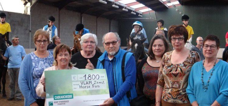 Overhandiging cheque aan Horse Fun
